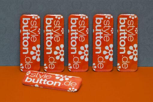 6 Stück bedruckte Buttons: rechteckig 70 x 25 mm