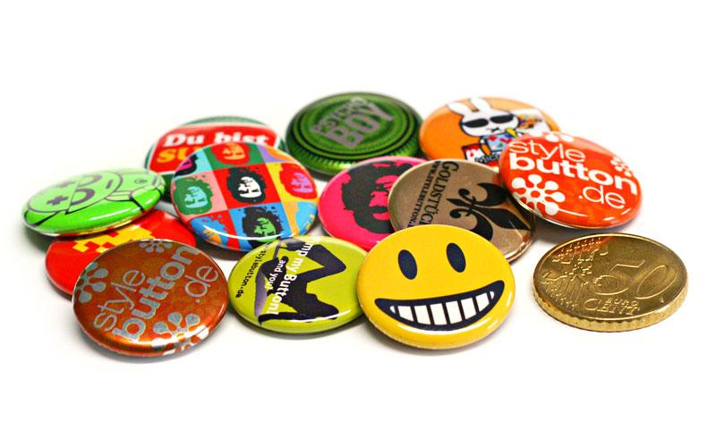 viele 25 mm Buttons: Standard, Metallic, Neon