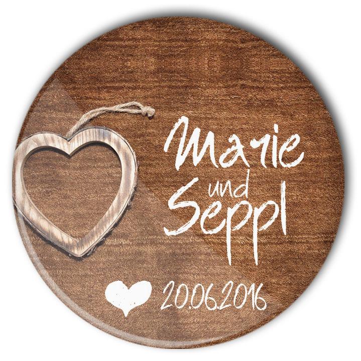 Hochzeit Button Anstecker Wooden Heart Bestseller: Holzstruktur, Herz und personalisierter Aufdruck