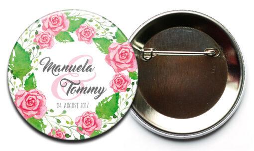 personalisierter Hochzeits-Button mit Rosengesteck mit Sicherheitsnadel