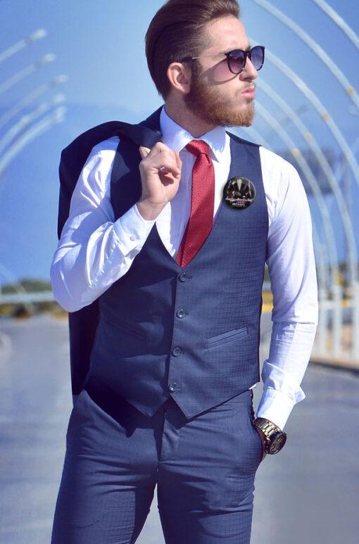 JGA Button #23 für Männer an Weste getragen