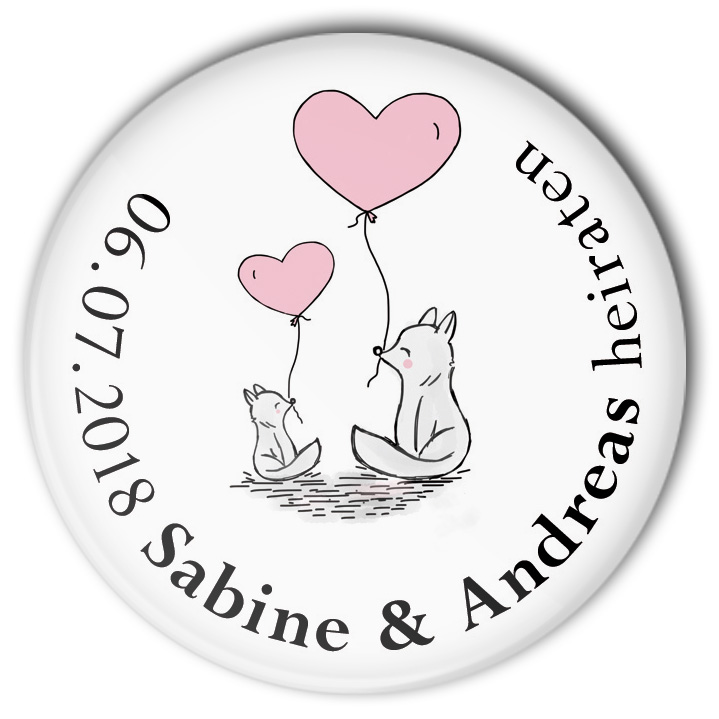 Hochzeit-Button 43 zwei Füchse mit Herz Luftballon: personalisiert
