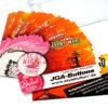 Achtung Action! Unser JGA-Spiel besteht aus Kärtchen mit Aufgaben für einen spannenden Junggesellinnenabschied