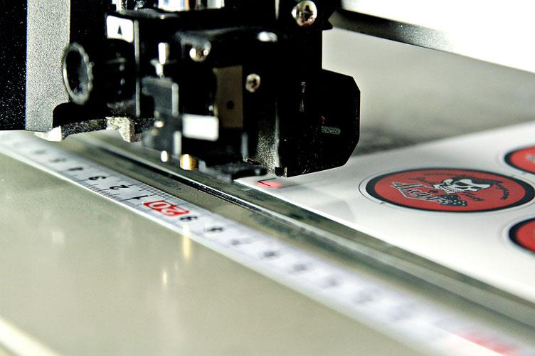 Präzision mit Lasertechnik: jeder Druckbogen wird einzeln vermessen