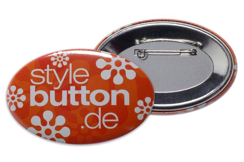 bedruckter ovaler Button mit Sicherheitsnadel