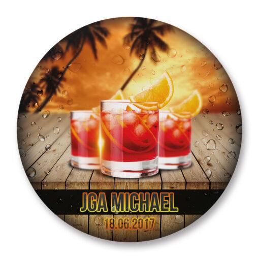 großer Anstecker mit Cocktail zum Junggesellenabschied mit Name individuelisiert