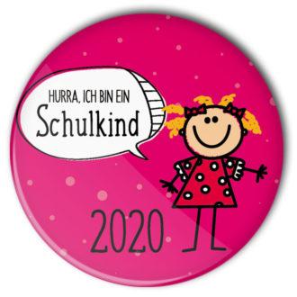 pinkfarbener Button zum Schulanfang 2020 mit Mädchen mit gelben Haaren