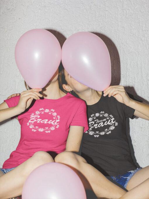 zwei Damen machen beim JGA Quatsch: T-Shirt Mod. 73 by stylebutton