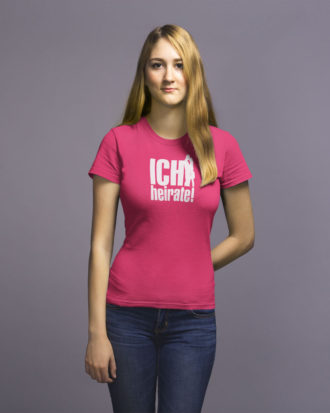 "Frau mit T-Shirt für JGA in fuchsia ""ich heirate"""