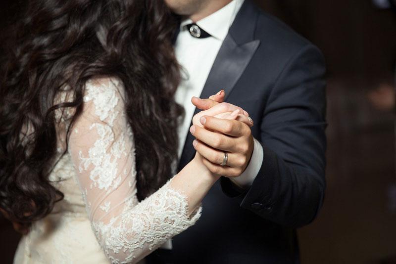 brautpaar tanzen 1 Top 10 Hochzeitsspiele 2020: originelle und witzige Ideen
