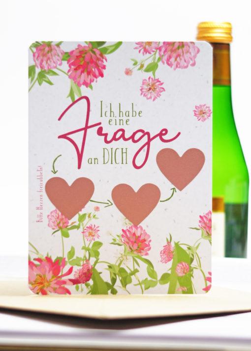 Die Rubbelkarte mit den 3 Rubbelherzen ist eine tolle Möglichkeit, Deine Freundin bei einem Sekt zu fragen, ob Sie Deine Trauzeugin werden möchte.