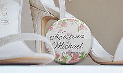 Boho-Style Anstecker Button zur Hochzeit mit Namen des Brautpaares
