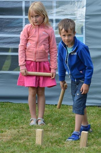 Kubb mach auch in größeren Kinder-Gruppen Spaß