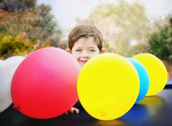 bunte Luftballons verschönern nicht nur die Hochzeit, sondern bringt Spiel und Spaß
